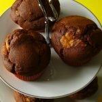 Muffin al miele banana e cioccolato con frosting al formaggio