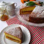 Torta soffice all'arancia con spremuta e marmellata di arance