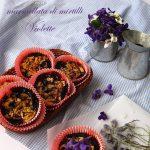 Frolline con marmellata di mirtilli e violette selvatiche candite