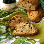 Pane rapido alle olive e pancetta