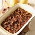 Pudding di pane di segale, pere cioccolato e cannella