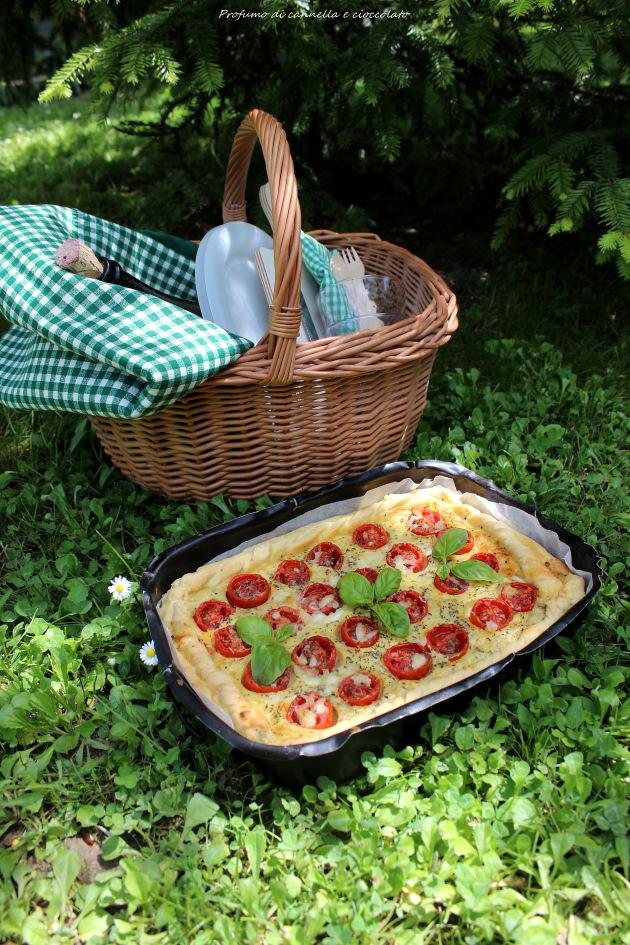 Torta salata con formaggio di capra, pomodorini e basilico per re cake 2.0