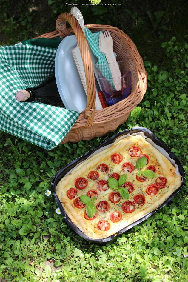 Torta salata con formaggio di capra, pomodorini e basilico 4