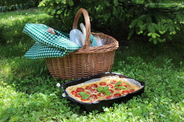 Torta salata con formaggio di capra, pomodorini e basilico 8