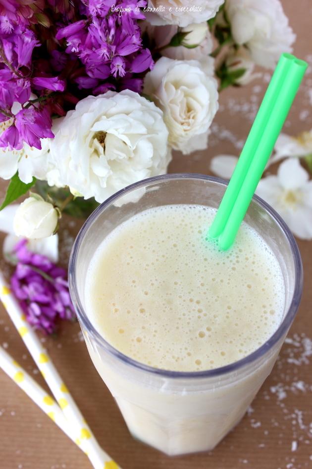 smoothie latte di cocco ananas e banane (4)