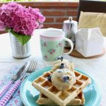 Waffles integrali con nana icecream e mirtilli