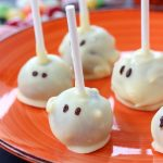 Halloween mummy cake pops