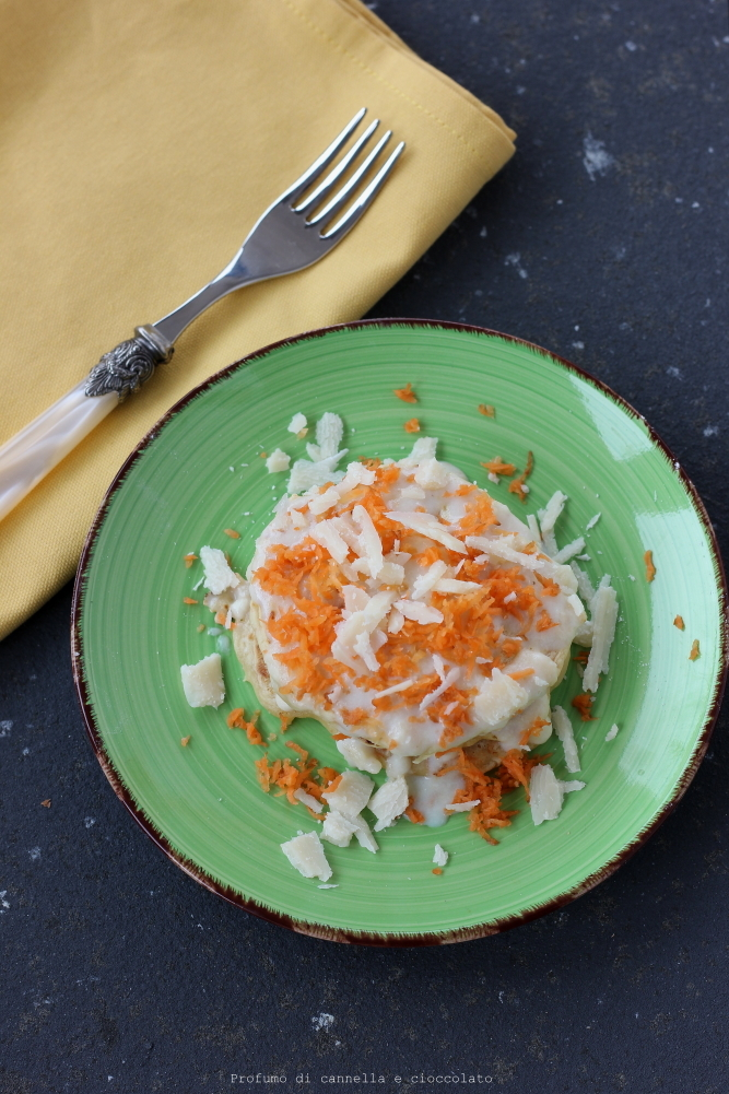 Carrot pancakes con fondutina di parmigiano (3)