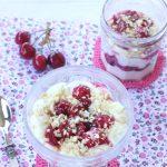 Mousse allo yogurt greco e ricotta con ciliegie velocissima