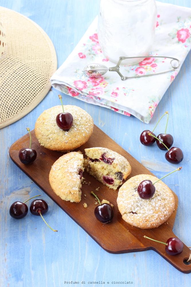 Tortine con ciliegie e mandorle