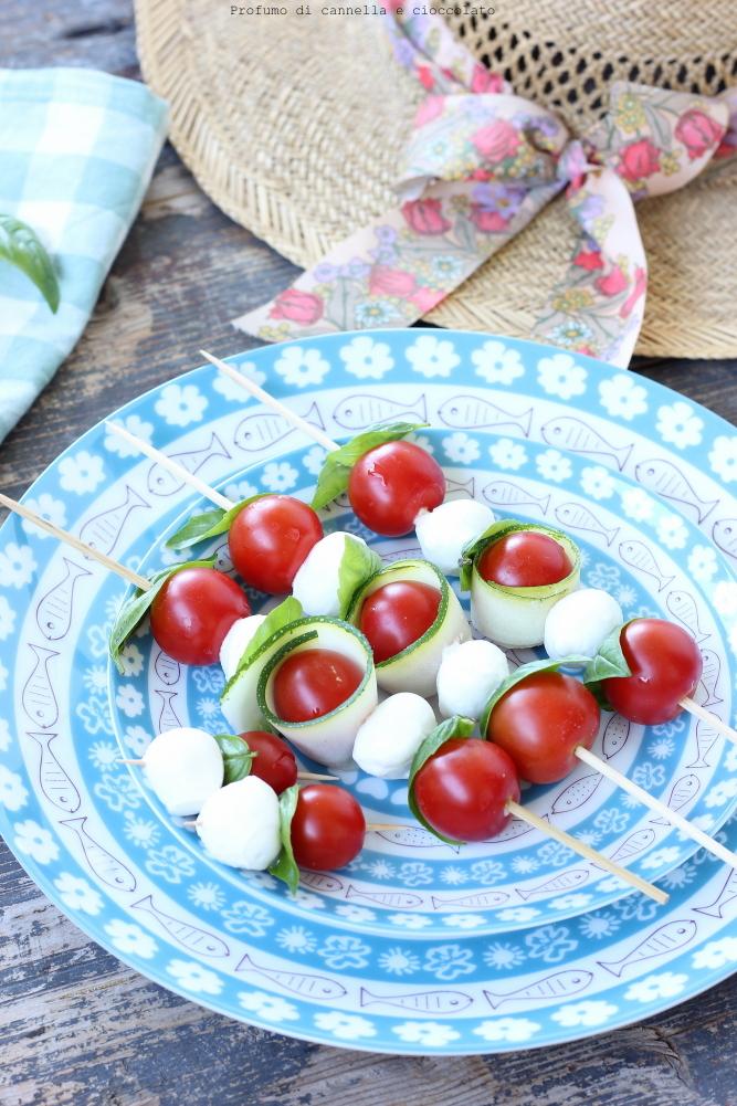 Spiedini di mozzarella zucchine e pomodori (1)