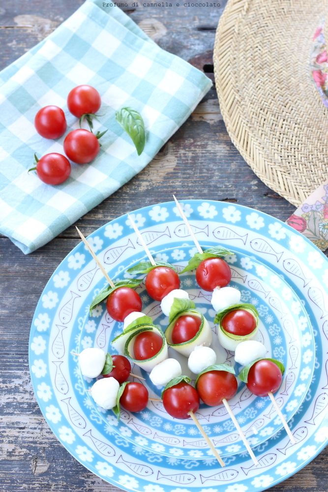 Spiedini di mozzarella zucchine e pomodori (3)