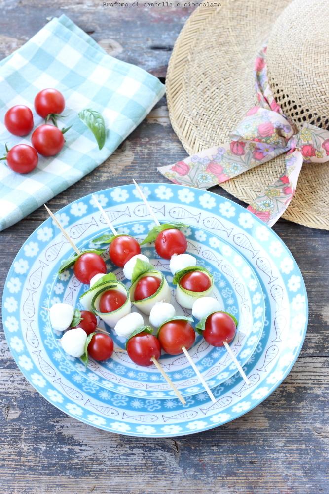 Spiedini di mozzarella zucchine e pomodori (4)