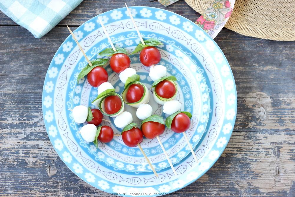 Spiedini di mozzarella zucchine e pomodori (6)