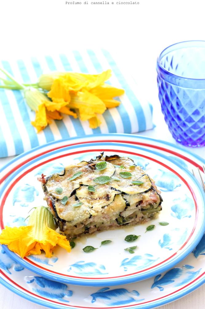Tortino di zucchine con mozzarella, prosciutto e origano