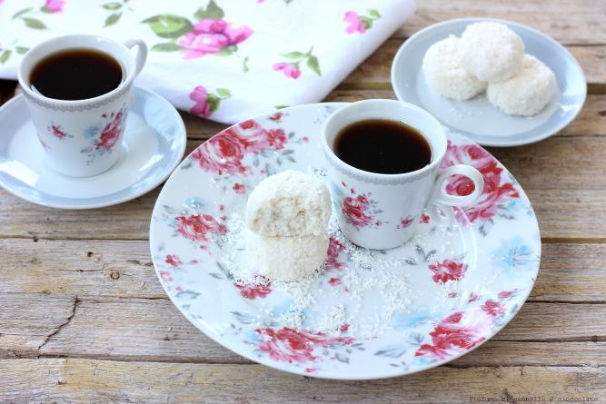 tartufini-allo-yogurt-cocco-e-mandorle-1