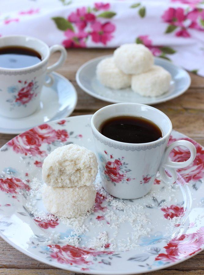 tartufini-allo-yogurt-cocco-e-mandorle-6
