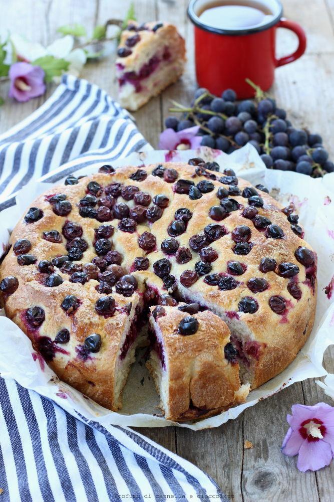 torta-lievitata-con-uva-fragola
