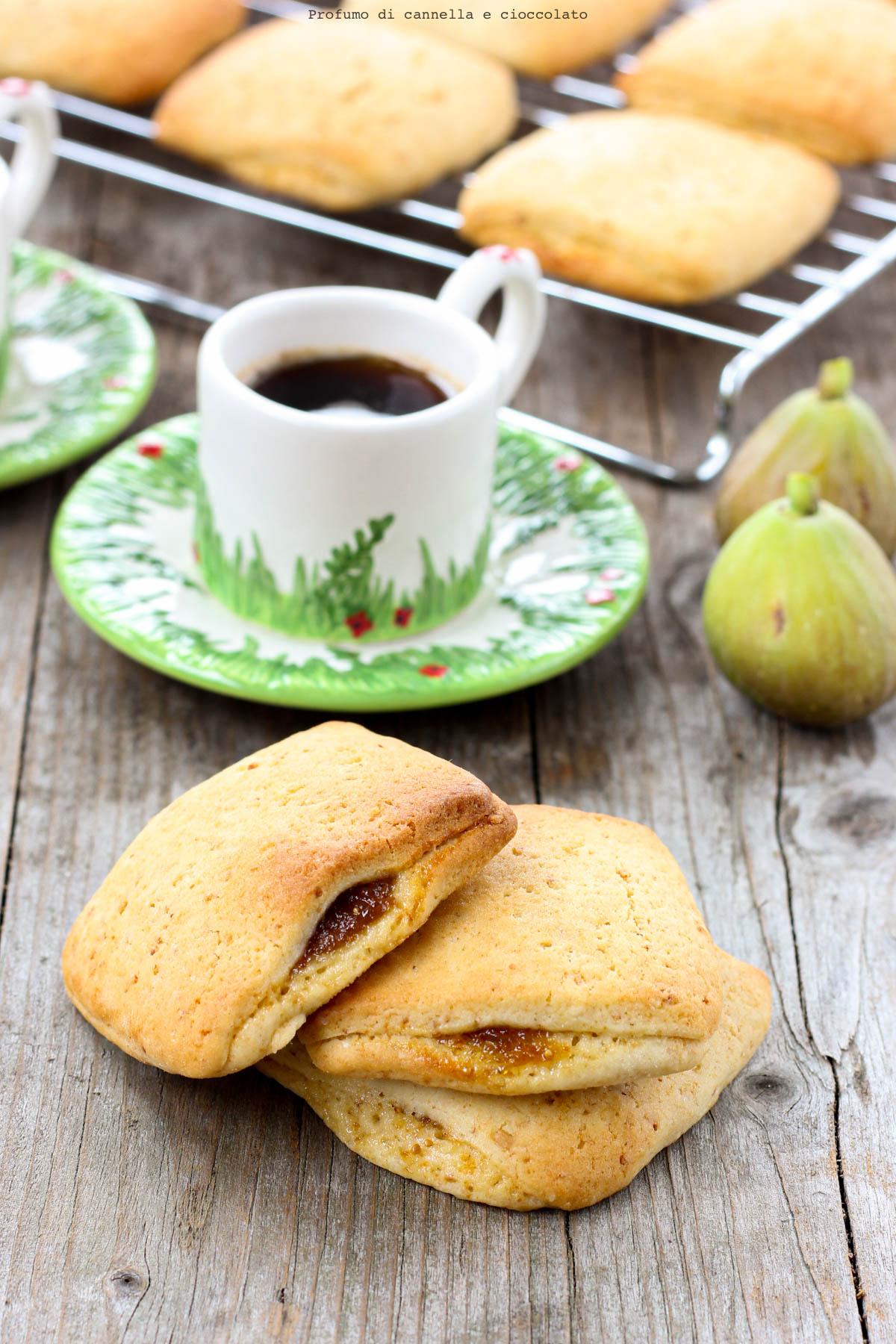 Biscotti con confettura di fichi