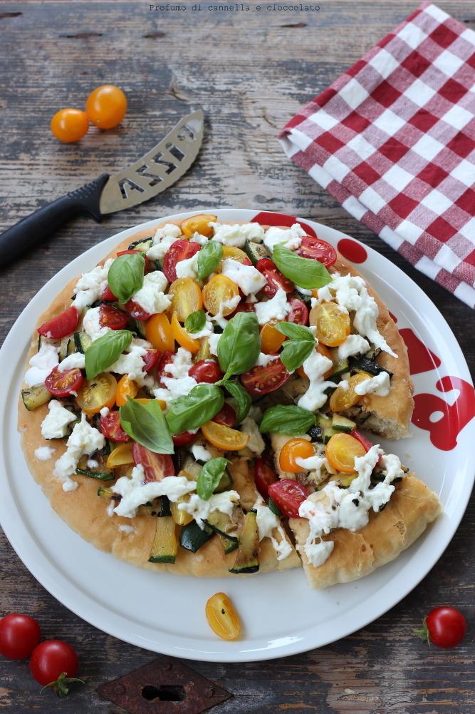 pizza-alta-e-soffice-alle-verdure-e-mozzarella-di-bufala-1