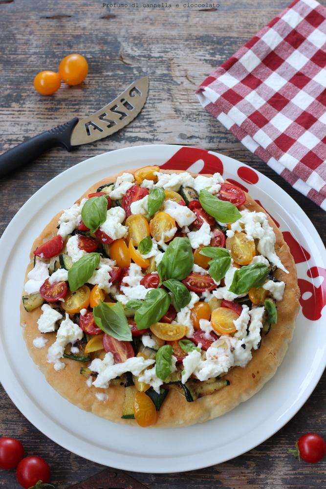 pizza-alta-e-soffice-alle-verdure-e-mozzarella-di-bufala-2