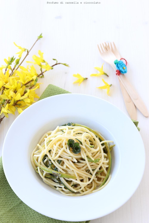 Spaghetti con agretti e asparagi al profumo di limone