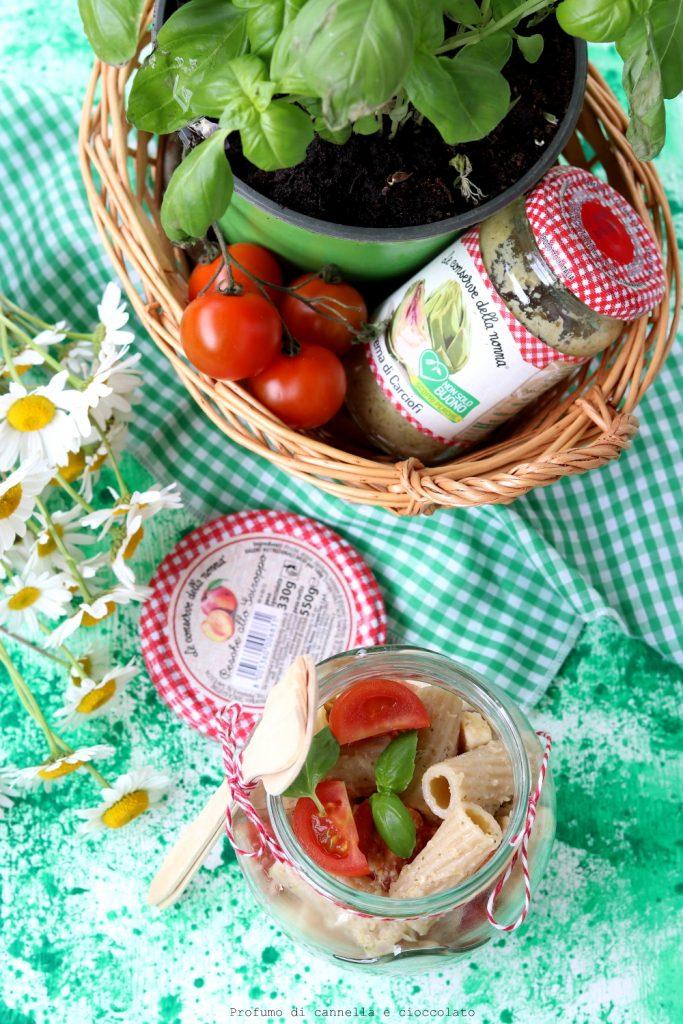 Insalata di pasta con crema di carciofi pomodorini e mozzarella