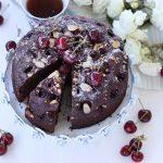 Torta soffice al cioccolato e ciliegie