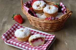 Crostatine fragole e latte