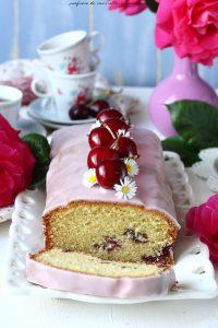 Plumcake alle ciliegie e glassa allo zucchero