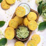 Biscotti al mais e fiori di sambuco