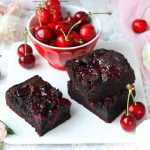 Brownies al cacao e ciliegie