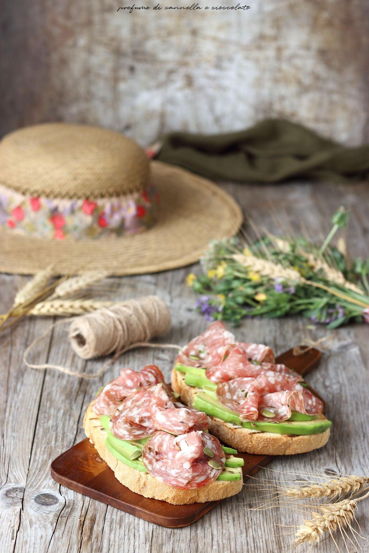 Bruschetta avocado e finocchiona