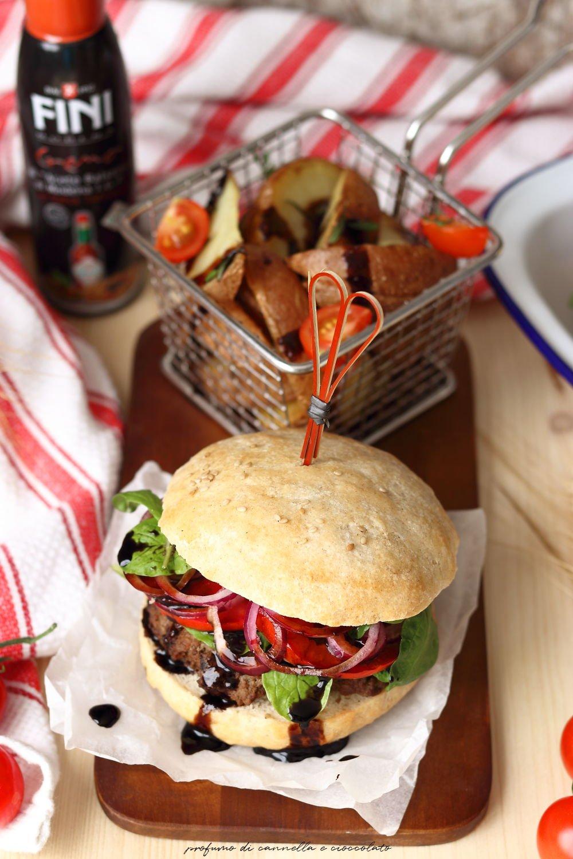 Hamburger con patate rosse fritte al timo