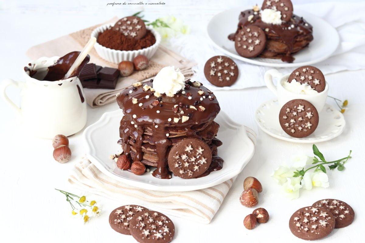 Pancakes al cioccolato e pan di stelle