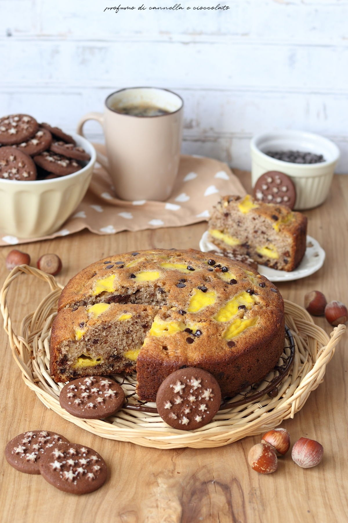 Torta nua ai pan di stelle crema pasticcera e gocce di cioccolato