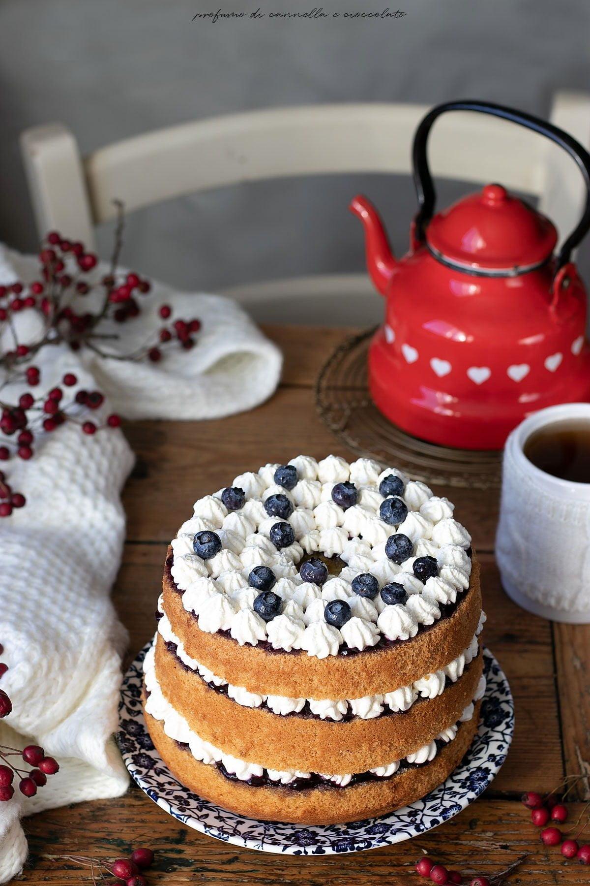 Chiffon cake con crema al mascarpone e mirtilli