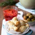 Caramelle di pasta sfoglia con le olive