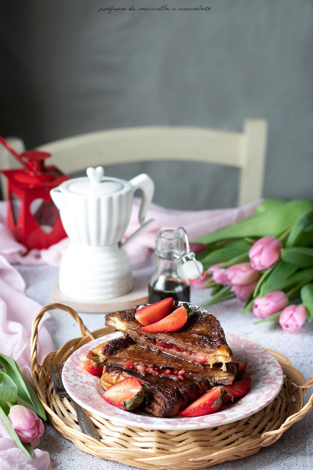 French toast al cacao farciti con le fragole