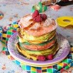 Pancakes arcobaleno di carnevale