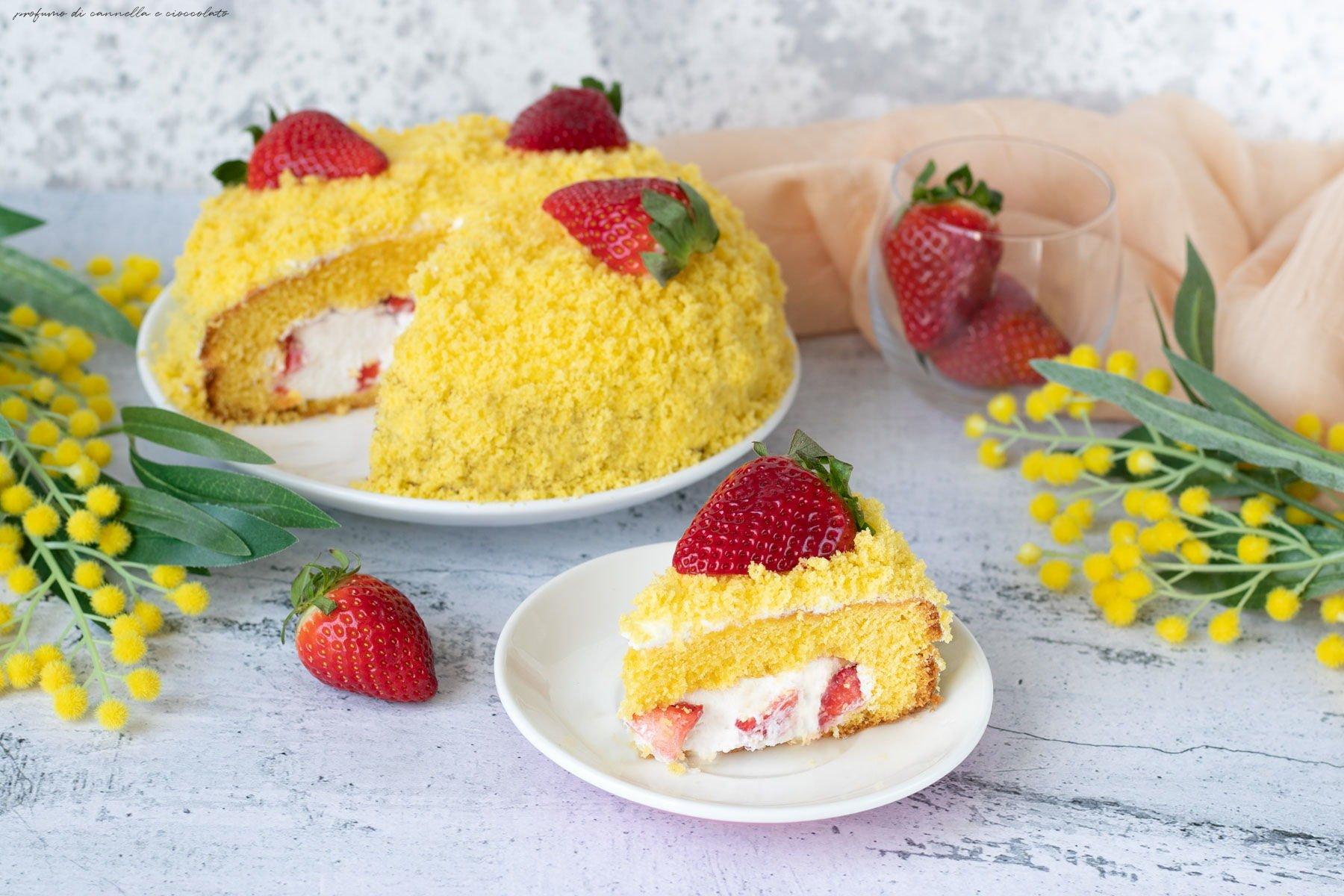 Torta mimosa con panna e fragole
