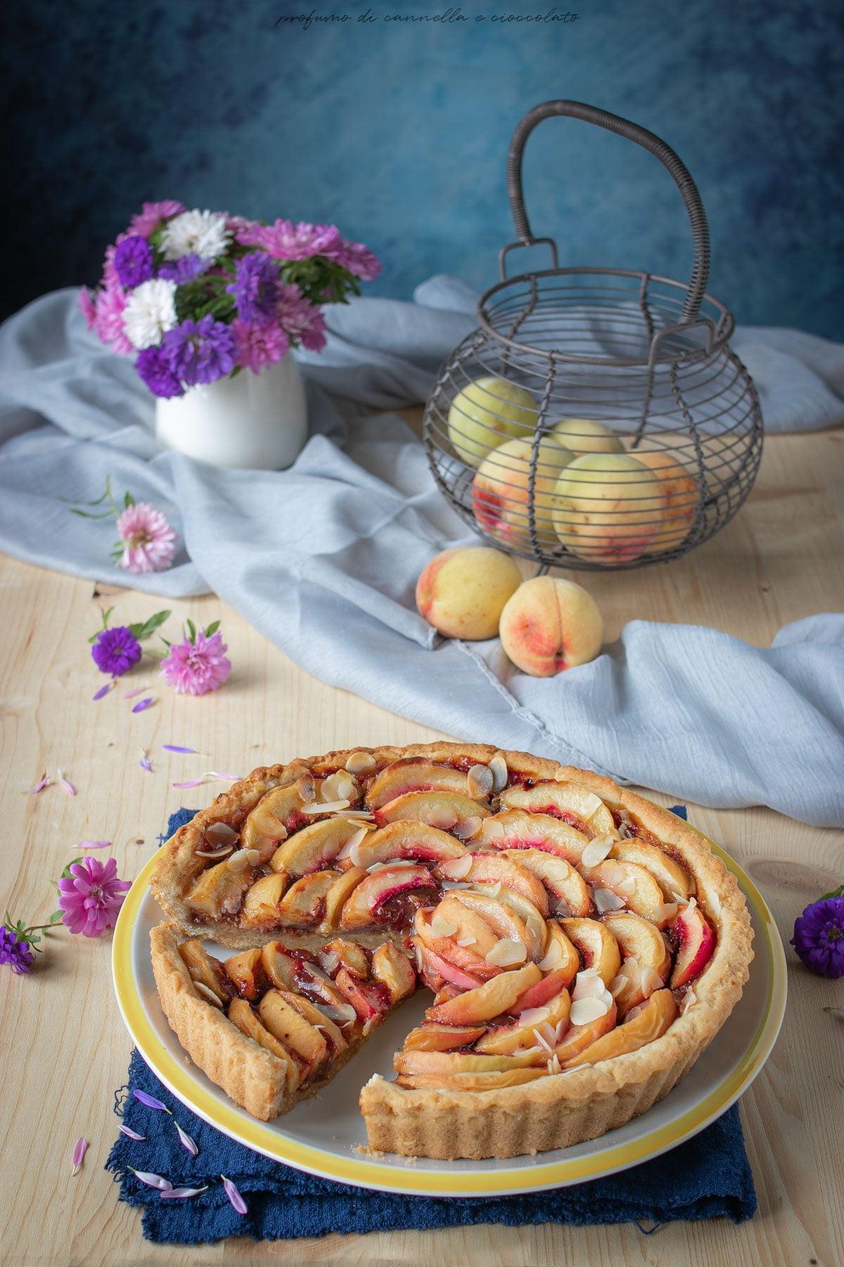Crostata pesche amaretti e confettura