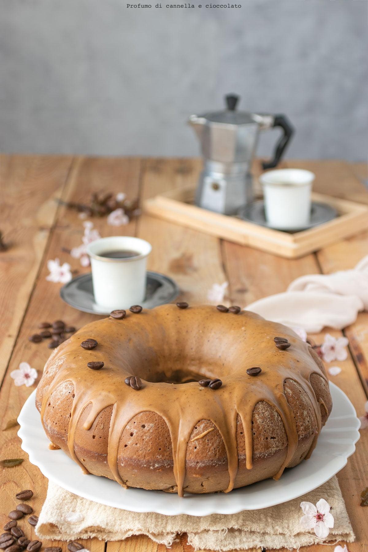 Ciambellone al caffè con glassa