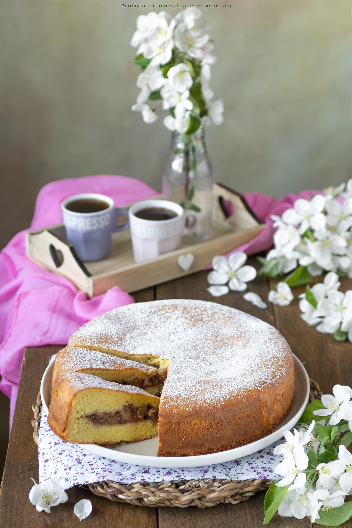Torta versata al rabarbaro e fragole