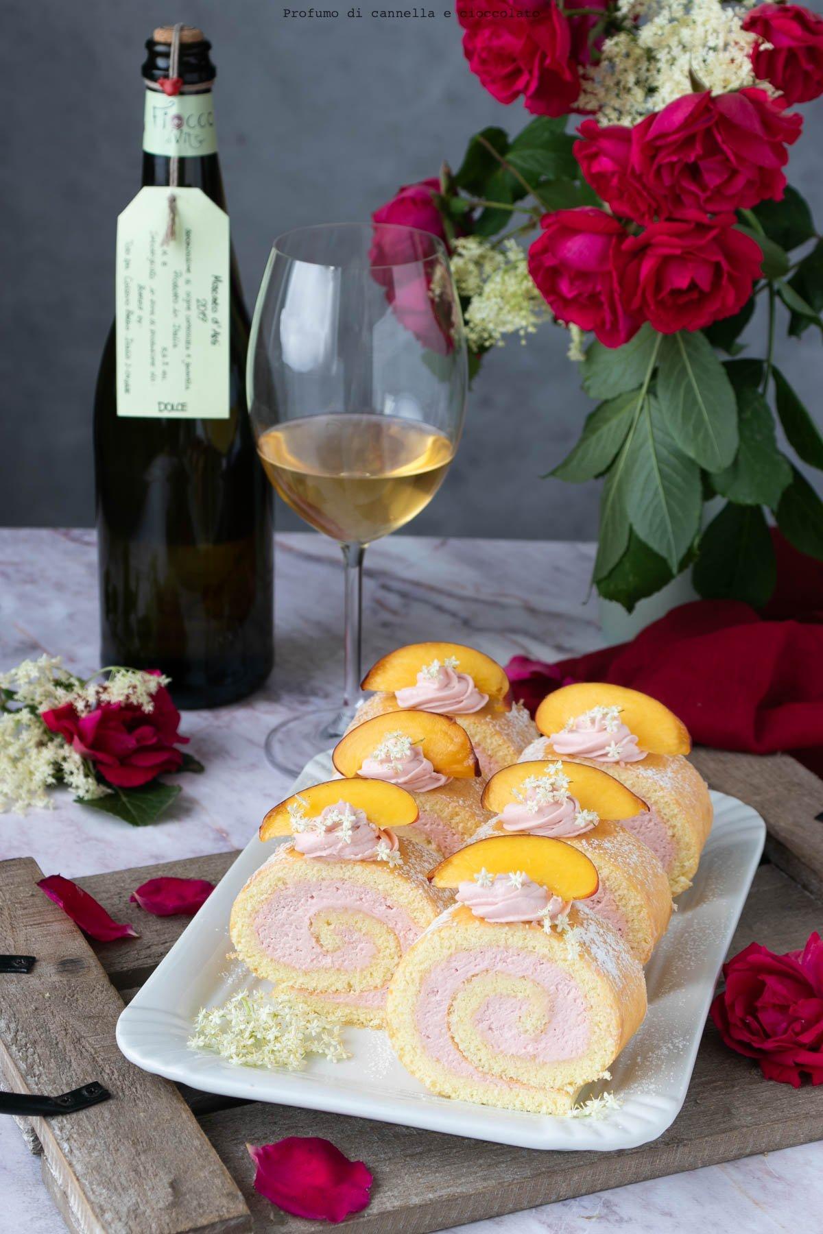 Girelle con crema ai fiori di sambuco e pesche