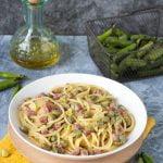 Spaghetti fave salame e pecorino