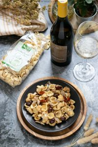 Orecchiette alici cavolfiore pomodori secchi e olive