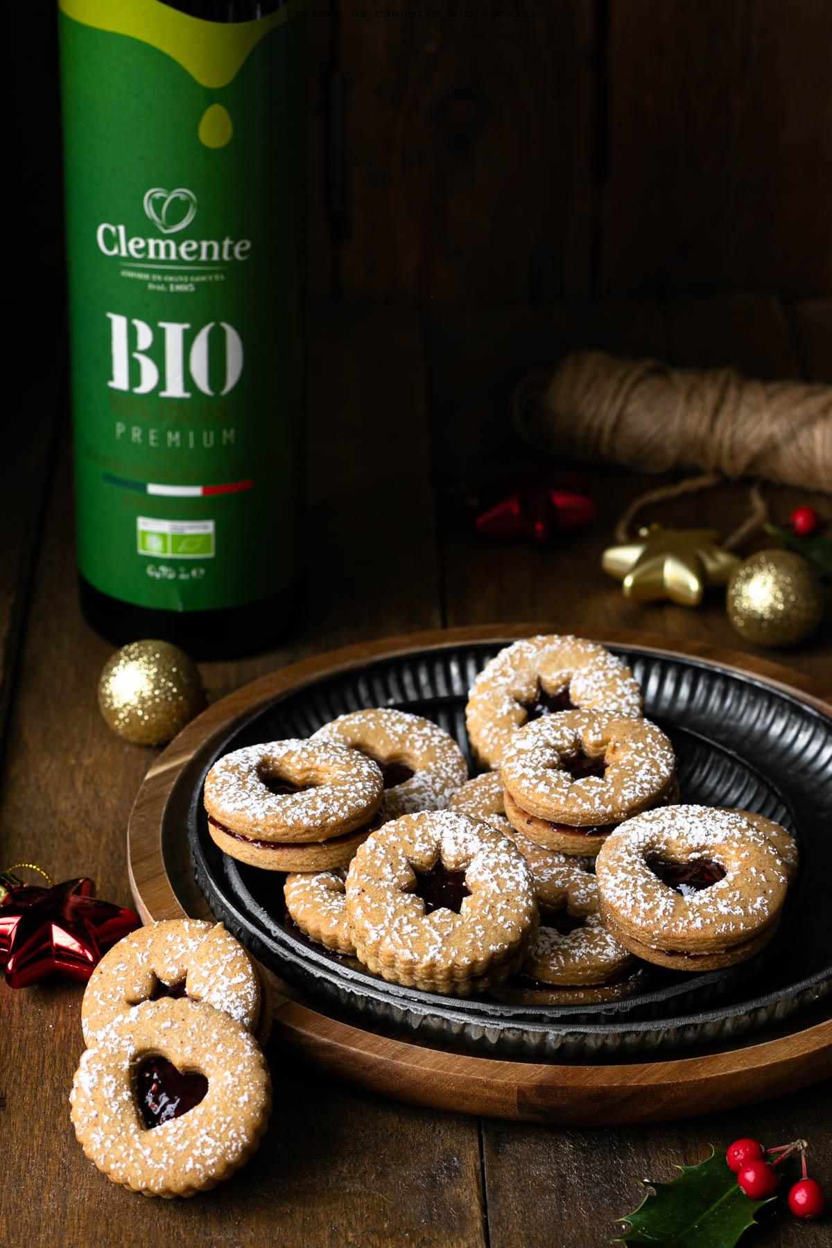 Biscotti speziati con frolla all'olio e confettura