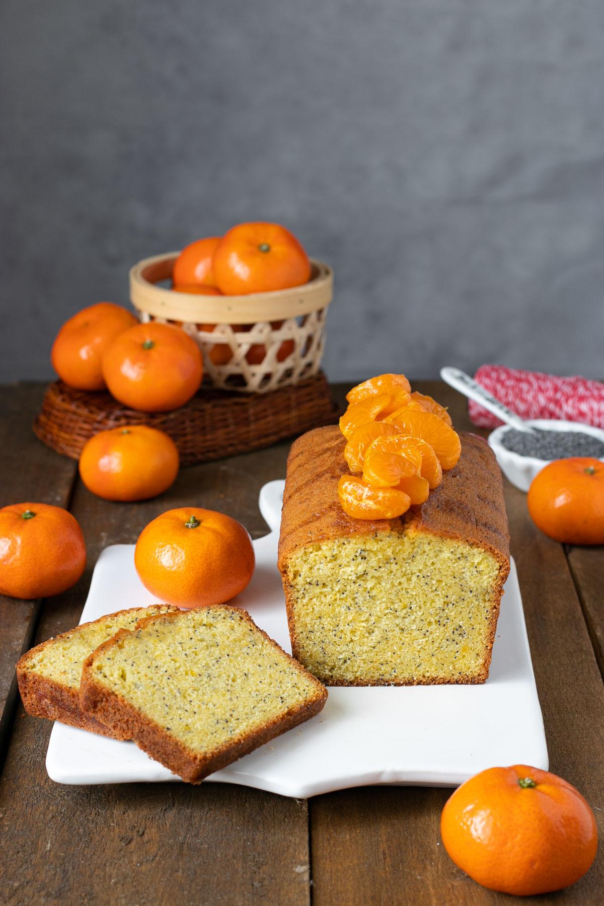 Plumcake al mandarino con semi di papavero e mandarini glassati