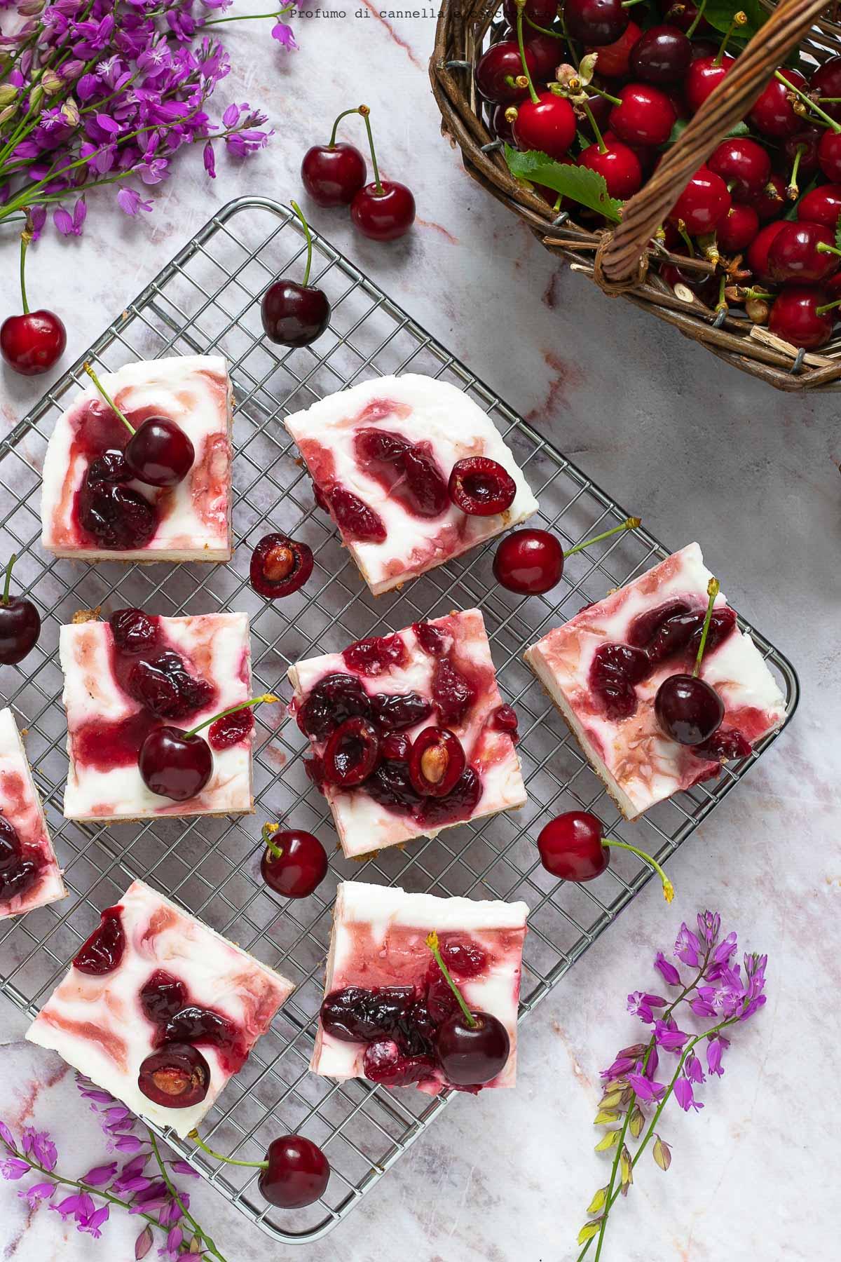 Torta fredda allo yogurt e ciliegie